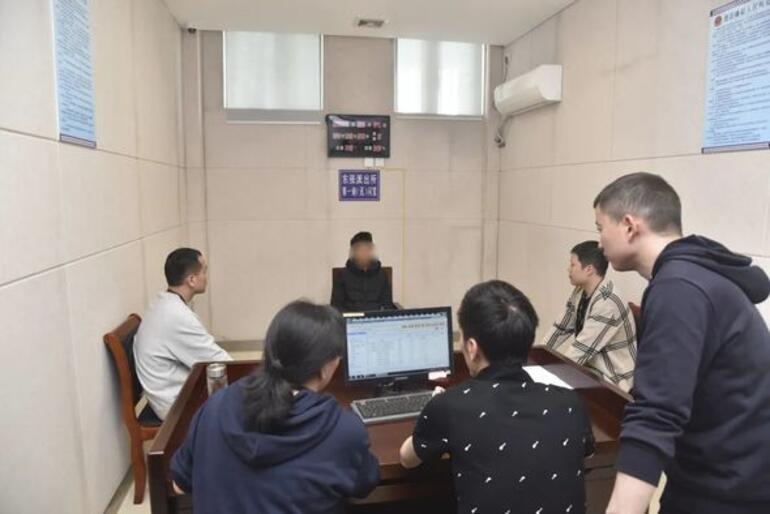Çinde akılalmaz olay Bir baba 2 yaşındaki oğlunu 202 bin TLye sattı